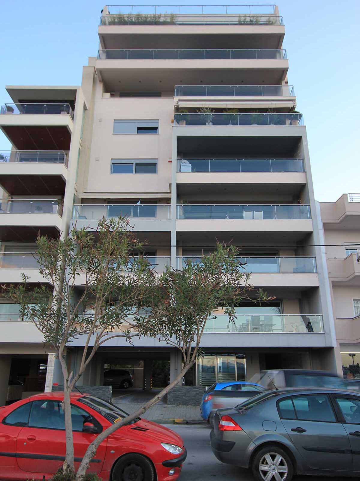 Apartment building at 26 Miaouli Street in Chalkida