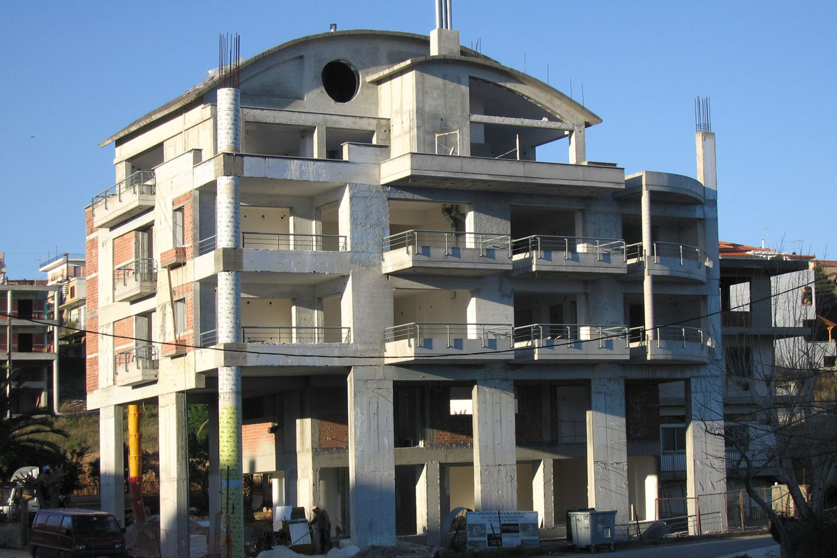 Four-storey apartment building in Rodies, Chalkida