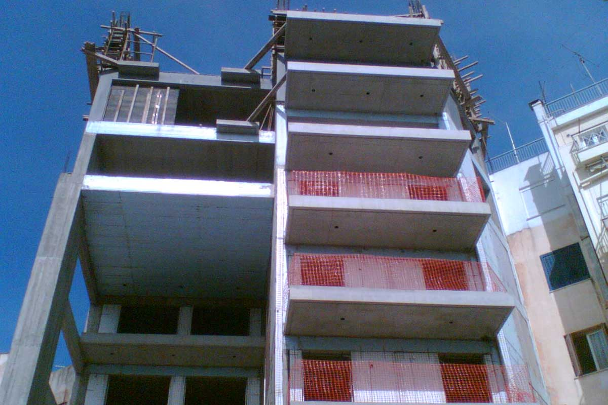 Eight-storey apartment building at 4 Miaouli Street in Chalkida